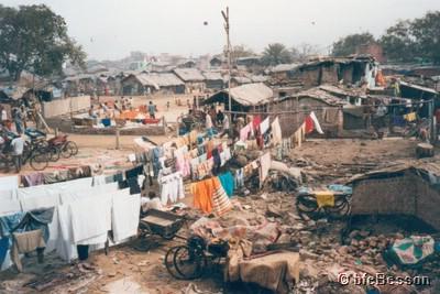 990225_n0530_delhi_yamuna-river-slums.jpg
